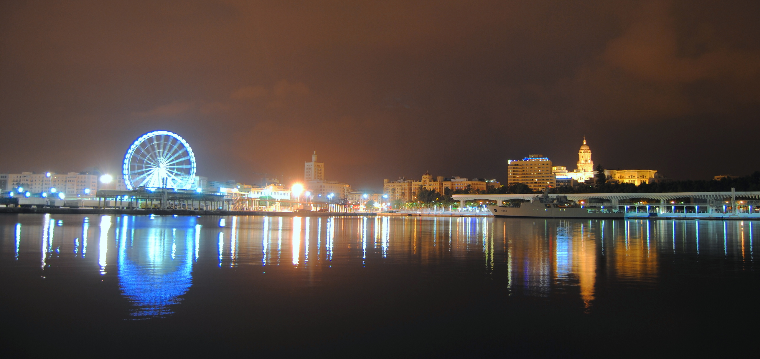 malaga de noche